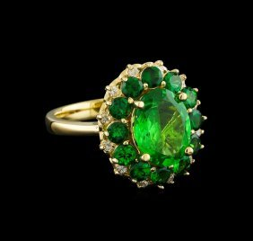 4.61ctw Tsavorite And Diamond Ring - 14kt Yellow Gold